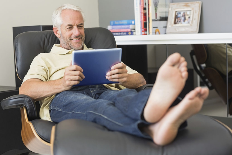Make an Educated Decision About Choosing the Best Recliner Chairs for the Elderly